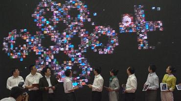 <h4>启动仪式</h4> <h6>头像汇聚+嘉宾触摸凝聚众力与智慧,兼具科技与情怀 </h6>