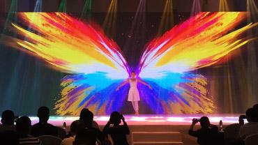 <h4>3D互动舞蹈</h4> <h6>艺术与数字科技融合,引领创新舞蹈美学</h6>